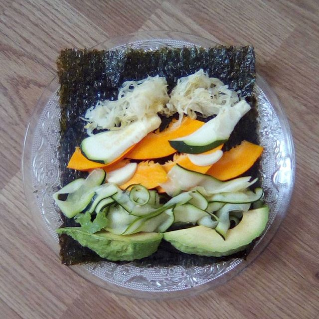Nori roll: avocado, courgettes/zucchini noodles, squash, cultured white cabbage