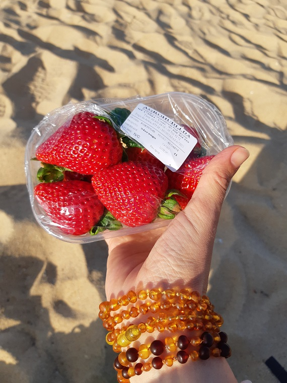 A typical #raw vegan day in Algarve Portugal in February strawberries