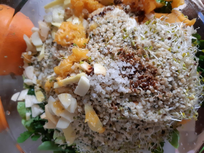 How to make an extraordinary raw salad without avocado nor oil? #hemp seeds